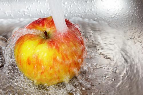 Pestizide am Obst wegwaschen