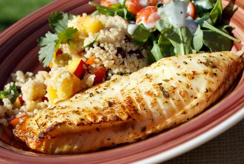 Gemüse, Obst, mageres Fleisch, Fisch und Kohlehydrate. Alles ist erlaubt, außer Fettiges!