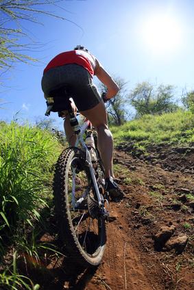 Fahrradfahrer unter praller Sonne