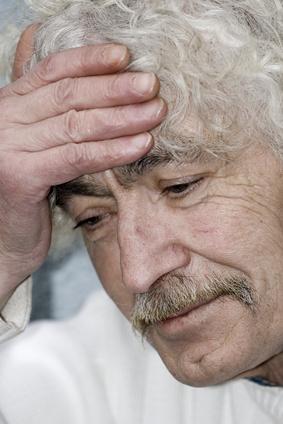 alter Mann, der an Alzheimer erkrankt ist.