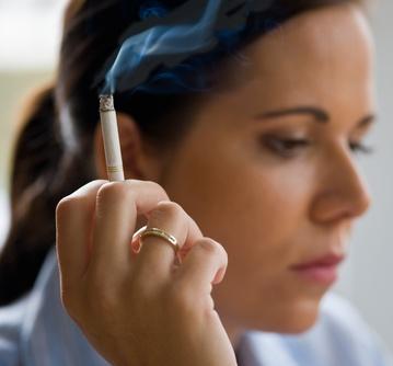 rauchende Frau