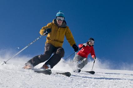 zwei Skifahrer