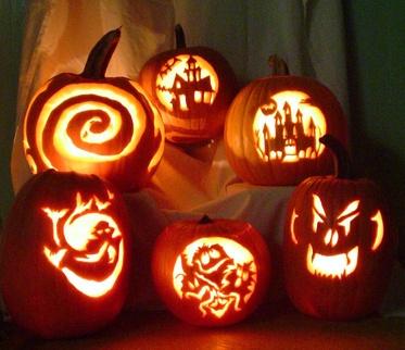 viele Halloween-Kürbisse