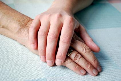 Zwei Hände übereinander