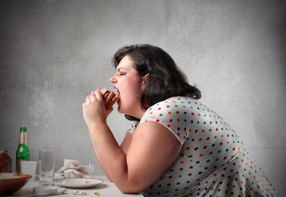 ungesunder Lebenstil einer Frau