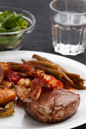 Rinderfilet mit Kartoffeln und Bohnen