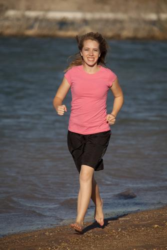 Barfußlaufen: gesund oder schädlich?