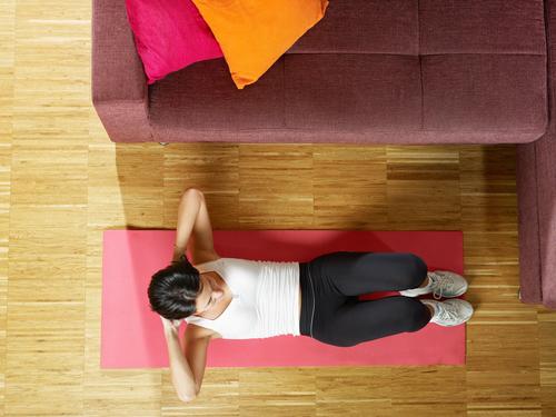 Runter von der Couch und ab auf die Matte: Ftnesstrainig für zu Hause