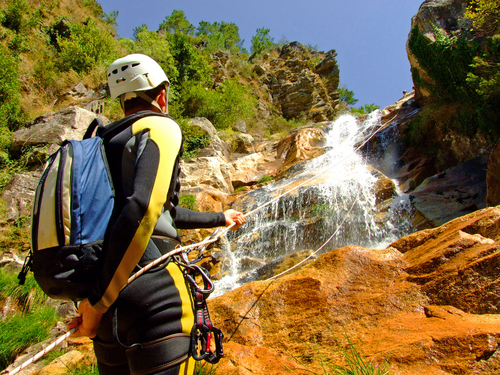 Canyoning in den Bergen